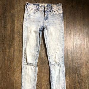 Lightwash denim jeans